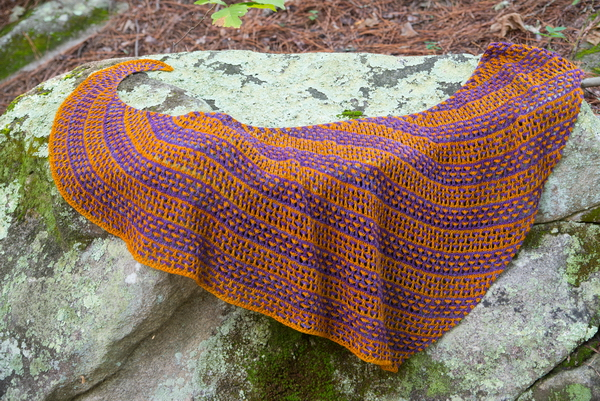 Love Child, a two color shawl with lace and slipped stitches by Barbara Benson